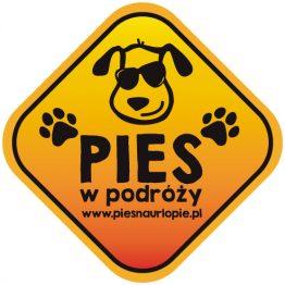 Naklejka na samochód z psem rasowym (pies w podróży) idealna dla właściciela, który lubi podróżować z psem i dba o jego bezpieczeństwo. Na prezent dla miłośnika zwierząt czy jako gadżet dla wielbiciela psów.