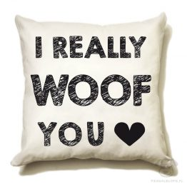 """Poduszka """"I really woof You"""" idealna dla właściciela psa. Na prezent dla miłośnika zwierząt czy jako gadżet dla wielbiciela psów."""