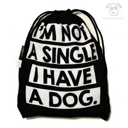 """Worek """"I'm not a single I have a dog"""" idealny dla właściciela psa na zakupy, na spacer czy na wycieczkę. Na prezent dla miłośnika zwierząt czy jako gadżet dla wielbiciela psów."""