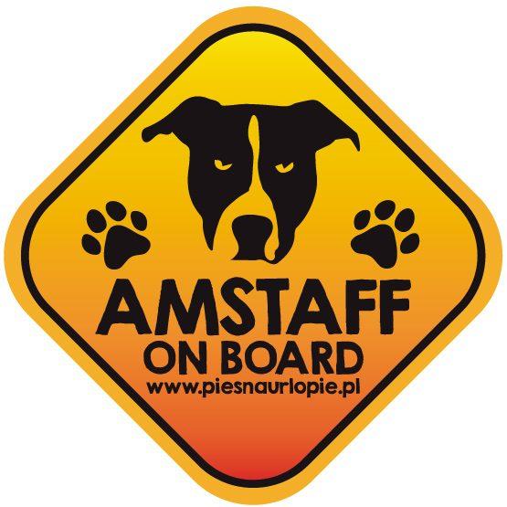 Naklejka na samochód z psem rasowym (amstaff) idealna dla właściciela, który lubi podróżować z psem i dba o jego bezpieczeństwo. Na prezent dla miłośnika zwierząt czy jako gadżet dla wielbiciela psów.