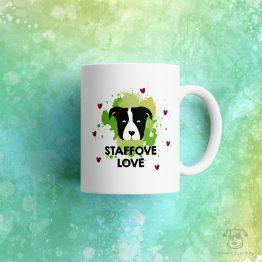 """Kubek """"staffove love"""" idealny dla właściciela psa rasowego (american staffordshire terrier) do pracy, do domu i w podróż. Na prezent dla miłośnika zwierząt czy jako gadżet dla wielbiciela psów."""