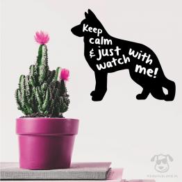 """Naklejka na ścianę """"Keep calm and just watch with me"""" idealna dla właścicieli psów rasy owczarek niemiecki. Na prezent dla miłośnika zwierząt czy jako gadżet dla wielbiciela psów."""