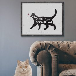 """Plakat """"Keep calm and just purr with me"""" idealny dla właścicieli kotów. Na prezent dla miłośnika zwierząt czy jako gadżet dla wielbiciela kotów."""