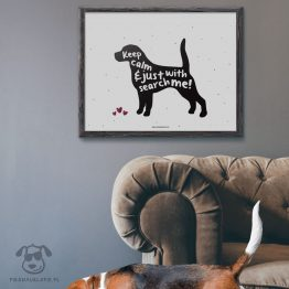"""Plakat """"Keep calm and just search with me"""" idealny dla właścicieli psów rasy beagle. Na prezent dla miłośnika zwierząt czy jako gadżet dla wielbiciela psów."""