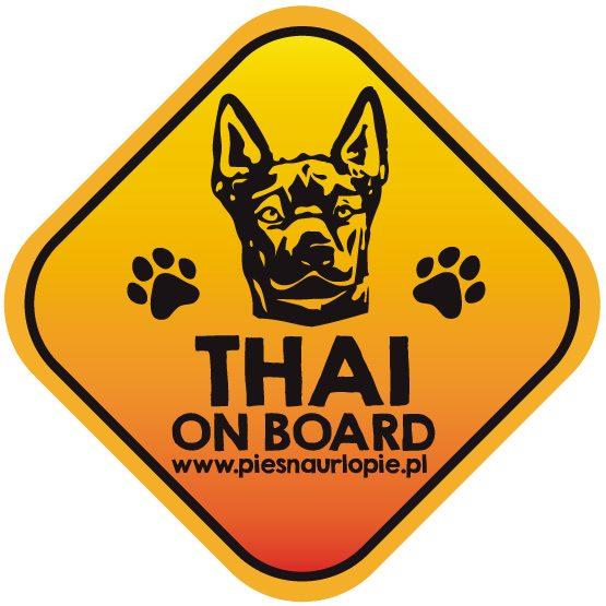 Naklejka na samochód z psem rasowym (thai ridgeback) idealna dla właściciela, który lubi podróżować z psem i dba o jego bezpieczeństwo. Na prezent dla miłośnika zwierząt czy jako gadżet dla wielbiciela psów.