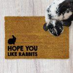 """Wycieraczka kokosowa """"Hope You like rabbits"""" idealna dla właściciela królika. Na prezent dla miłośnika zwierząt czy jako gadżet dla wielbiciela królików."""
