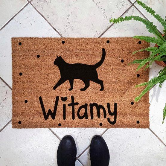 Wycieraczka kokosowa z kotem. Prezent dla właściciela kota. Sklep z wyjątkowymi gadżetami dla miłośników zwierząt.
