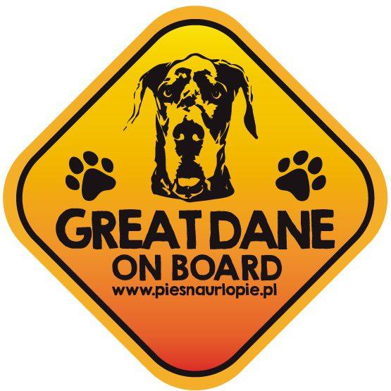 Naklejka na samochód z psem rasowym (dog niemiecki) idealna dla właściciela, który lubi podróżować z psem i dba o jego bezpieczeństwo. Na prezent dla miłośnika zwierząt czy jako gadżet dla wielbiciela psów.