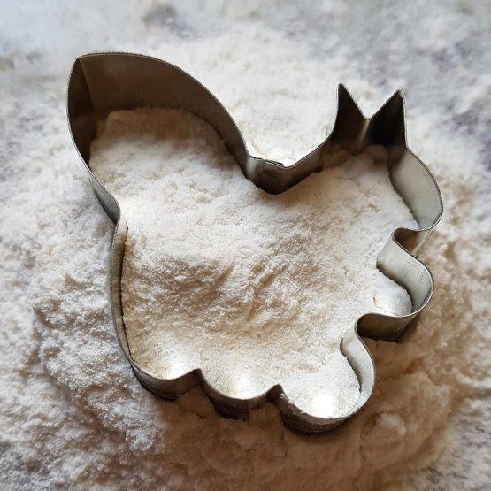 Foremka do ciastek w kształcie wiewiórki idealna dla miłośnika zwierząt i zoo.