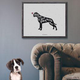 """Plakat """"Keep calm and just play with me"""" idealny dla właścicieli psów rasy bokser. Na prezent dla miłośnika zwierząt czy jako gadżet dla wielbiciela psów."""