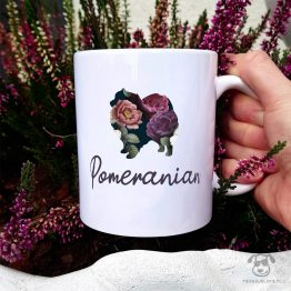 Kubek z pasem – Pomeranian cały w kwiatach. Autorski projekt, delikatność wzoru, piękno kwiatów i miłość do psów w jednym :)