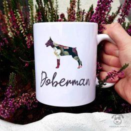 Kubek z pasem – Doberman kopiowany cały w kwiatach. Autorski projekt, delikatność wzoru, piękno kwiatów i miłość do psów w jednym :)